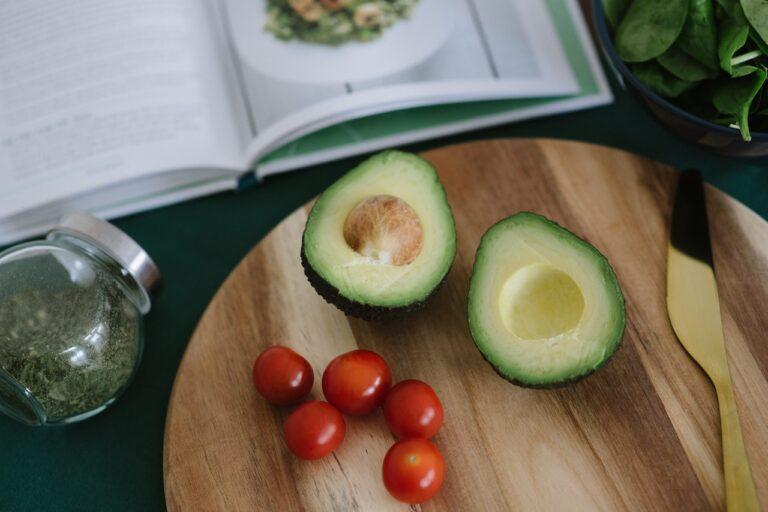 Køb en kogebog og lær at lave mad