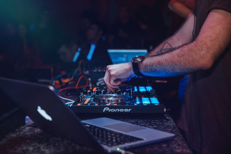Lej DJ i København – dette skal du være opmærksom på