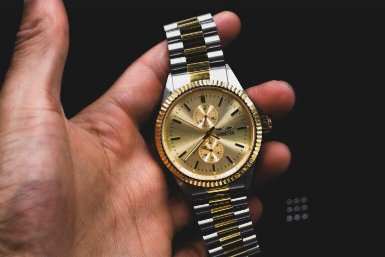Overvejer du at købe et ur som smykke? Få historien om uret
