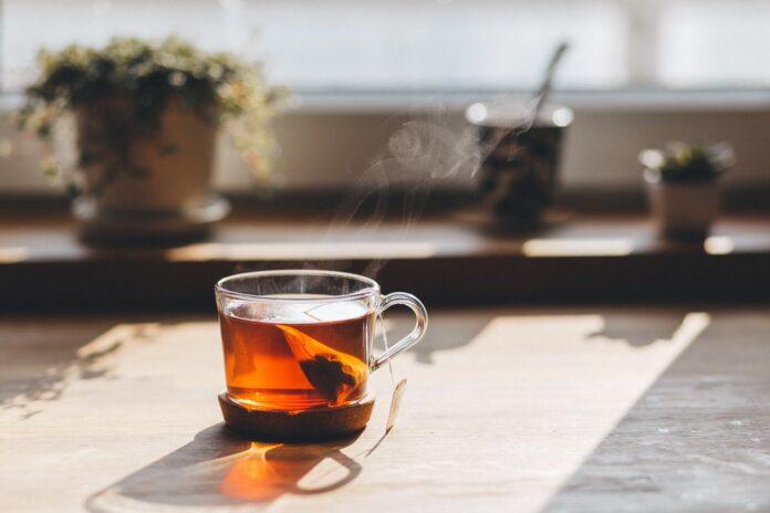 Te med sol i baggrunden