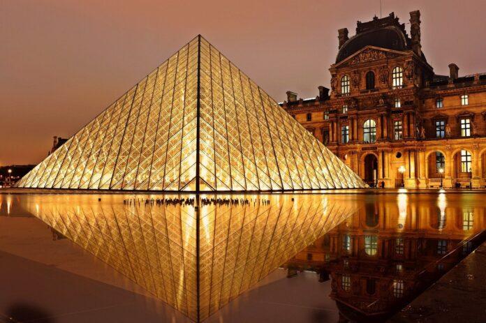 The louvre i Frankrig Paris